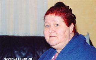 Nevenka leta 2011, pred operacijo, ko je tehtala več kot 160 kg. Skoraj ni mogla hoditi, uporabljala je bergle ...